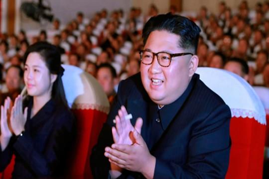 زعيم كوريا الشمالية وعائلته تل...